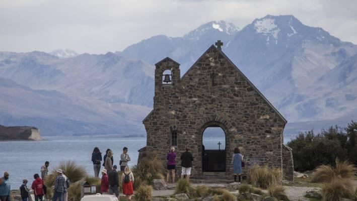 Lake Tekapo tourists